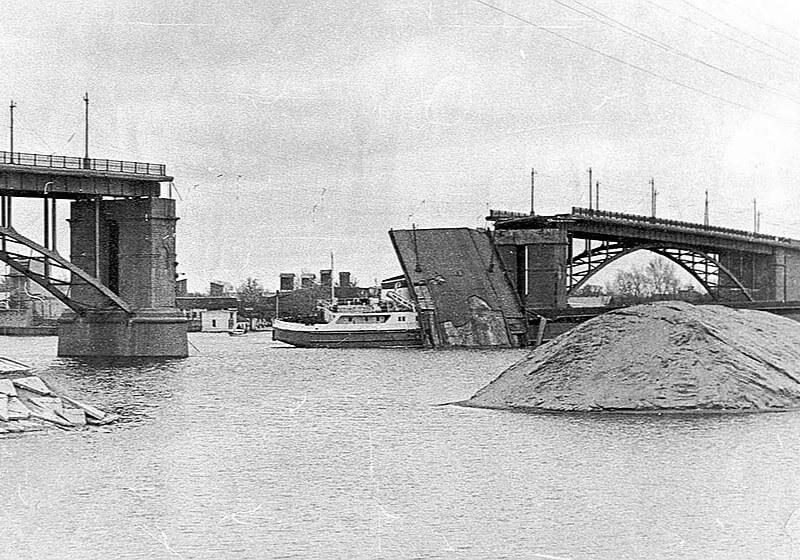 столкновение с мостом